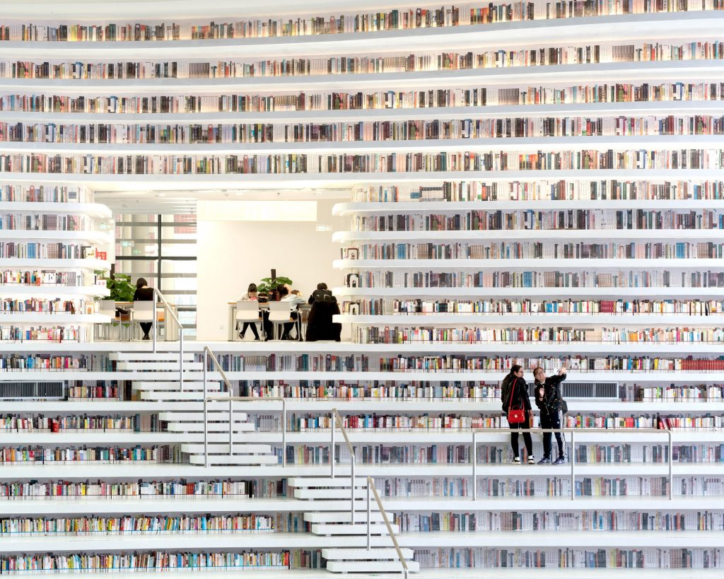 A kínai Tianjin Binhai Könyvtár   fotó: Ossip van Duivenbode